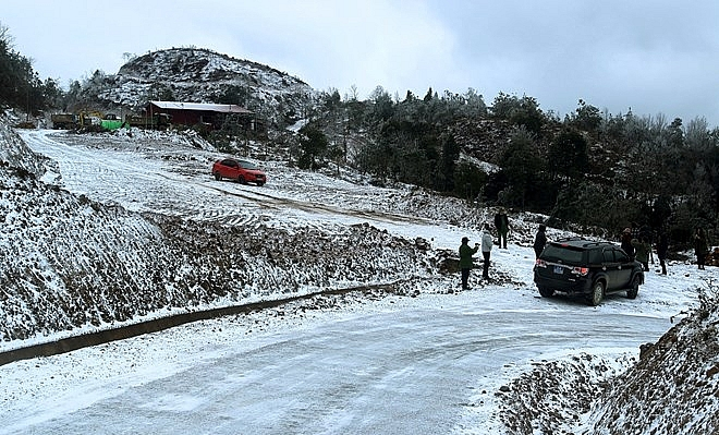 Bố trí lực lượng dọn dẹp băng, tuyết, đảm bảo ATGT