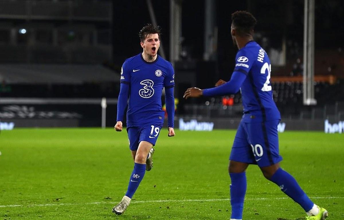 Chelsea nhọc nhằn giành chiến thắng, Leicester vượt qua Liverpool