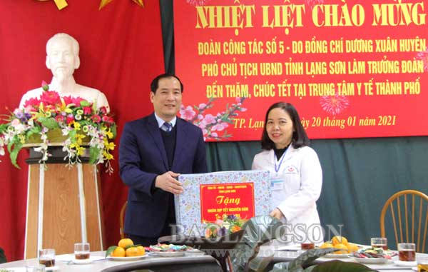 Lãnh đạo UBND tỉnh thăm, chúc tết tại thành phố Lạng Sơn và huyện Chi Lăng