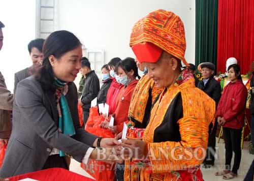 Uỷ ban Mặt trận Tổ quốc tỉnh tặng quà tết tại Đình Lập, Lộc Bình và Cao Lộc