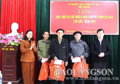 Ủy ban MTTQ Việt Nam tỉnh tặng quà tết tại Văn Quan, Văn Lãng
