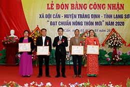 Xã Đội Cấn đón bằng công nhận xã đạt chuẩn nông thôn mới năm 2020
