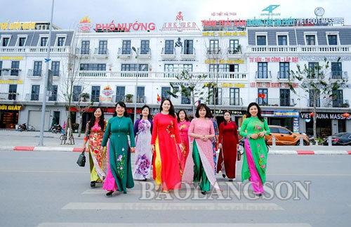 Phụ nữ Xứ Lạng duyên dáng trong tà áo dài