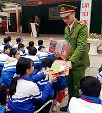 Tuổi trẻ Chi Lăng xung kích tuyên truyền bảo đảm an toàn giao thông