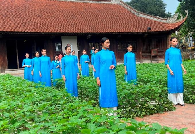 Giới thiệu hơn 600 bộ áo dài tại Văn Miếu-Quốc Tử Giám