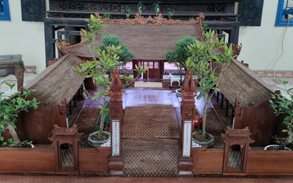 Độc đáo ngôi đình làng bằng gỗ gụ nhỏ nhất Việt Nam