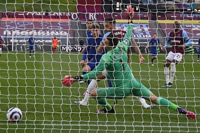 Chelsea bứt lên ở cuộc đua tốp 4 Premier League