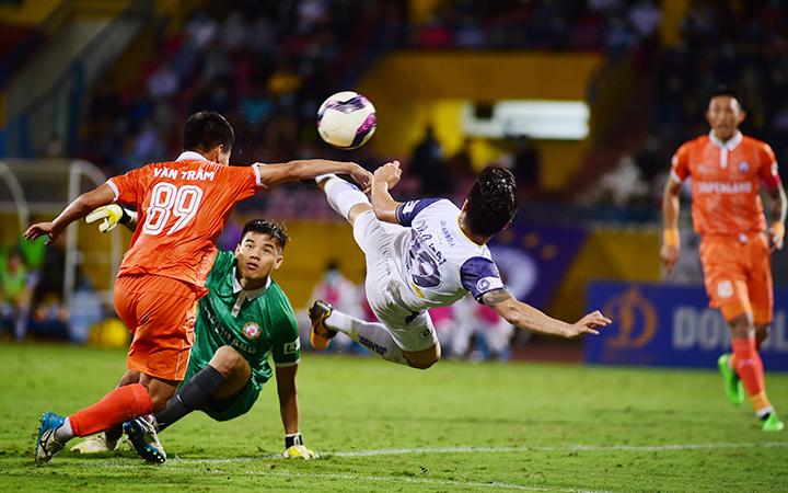 Hoàng Anh Gia Lai củng cố ngôi đầu, Hà Nội FC lại thua