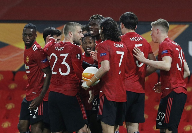 Man Utd vùi dập Roma 6-2
