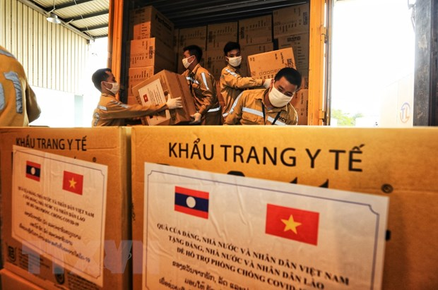 Báo Lào đưa tin đậm nét về hỗ trợ quý báu của Việt Nam trong đại dịch