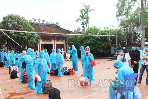 Lạng Sơn đón hơn 3.300 công nhân từ Bắc Giang trở về địa phương