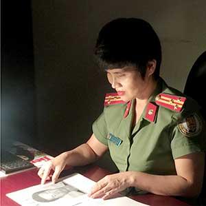 Nữ sỹ quan liên lạc phát huy vai trò cầu nối pháp luật