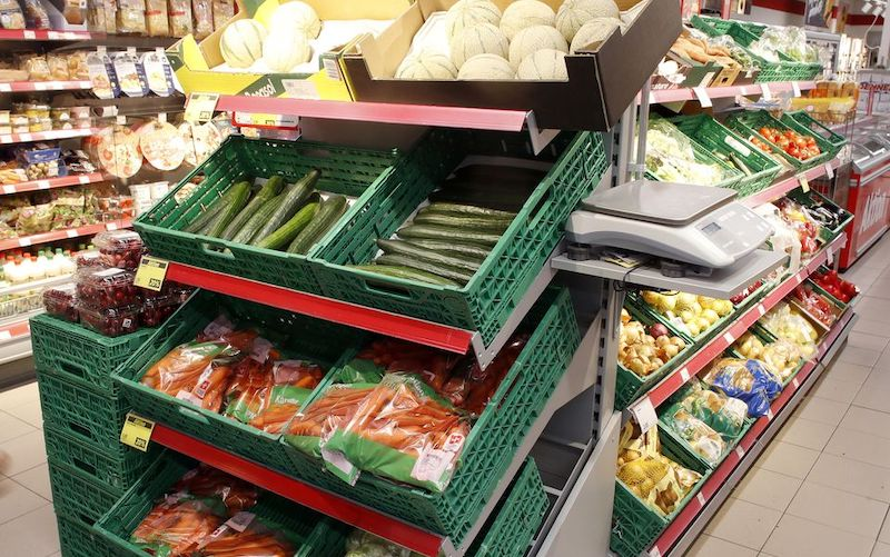 Giá lương thực thế giới giảm lần đầu tiên trong 12 tháng