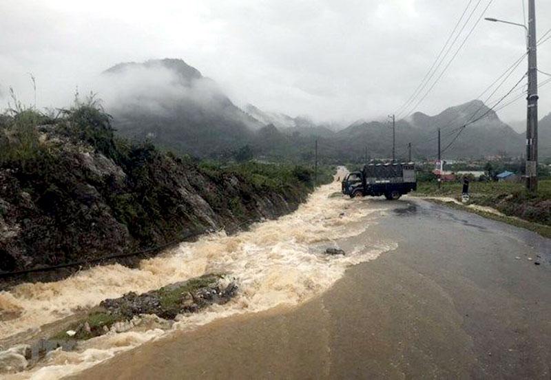 Cảnh báo mưa lớn, lốc sét, gió giật mạnh ở vùng núi Bắc Bộ