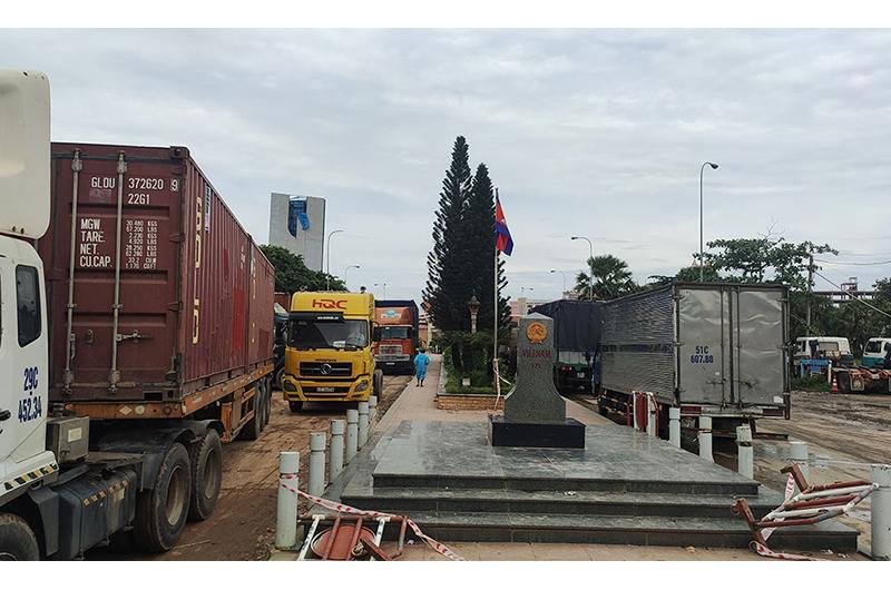 Campuchia hạn chế xuất nhập cảnh lao động Việt Nam để phòng dịch
