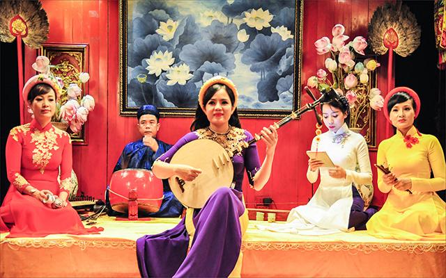 Phát huy ca Huế thành sản phẩm văn hóa du lịch đặc sắc