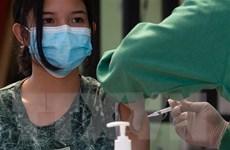 Indonesia bắt đầu tiêm vaccine liều 3 cho các nhân viên y tế
