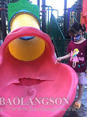 Một số hạng mục vui chơi ở Công viên bờ sông Kỳ Cùng  bị hỏng cần sớm được khắc phục