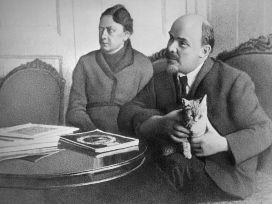 Lenin từng sống ở nước ngoài bằng những nguồn thu nhập nào?