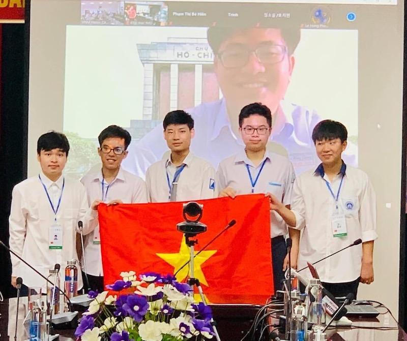 Học sinh Việt Nam giành 6 huy chương Olympic Toán quốc tế 2021