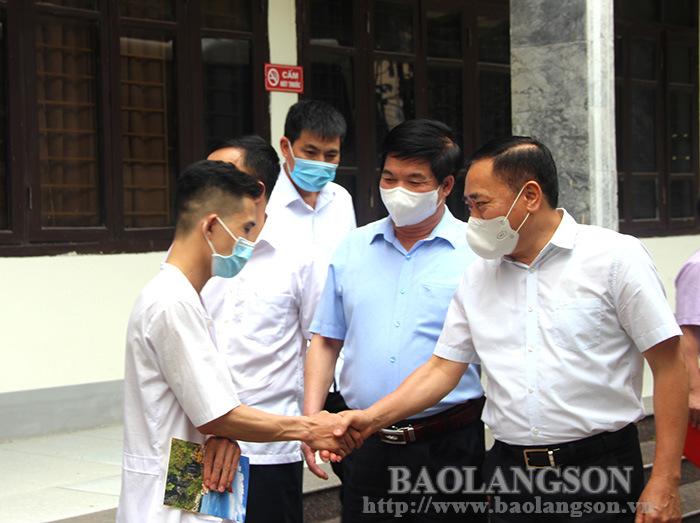 32 cán bộ y tế Lạng Sơn tình nguyện lên đường hỗ trợ thành phố Hồ Chí Minh chống dịch COVID-19