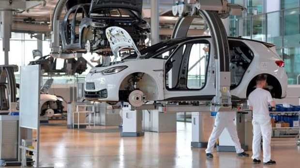 Volkswagen dự báo lượng xe bàn giao giảm do thiếu chip bán dẫn