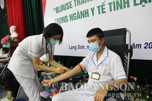 """Chương trình hiến máu """"Blouse trắng – Trái tim hồng"""" tiếp nhận 281 đơn vị máu"""