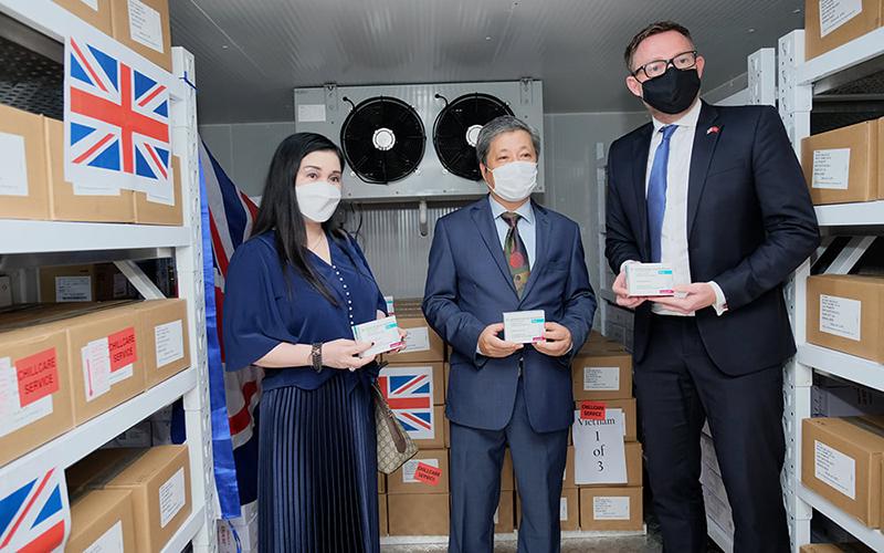 Chính phủ Anh trao tặng 415.000 liều vaccine phòng Covid-19 cho Việt Nam