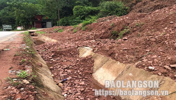Gia Cát: San lấp đất gây tắc nghẽn rãnh thoát nước