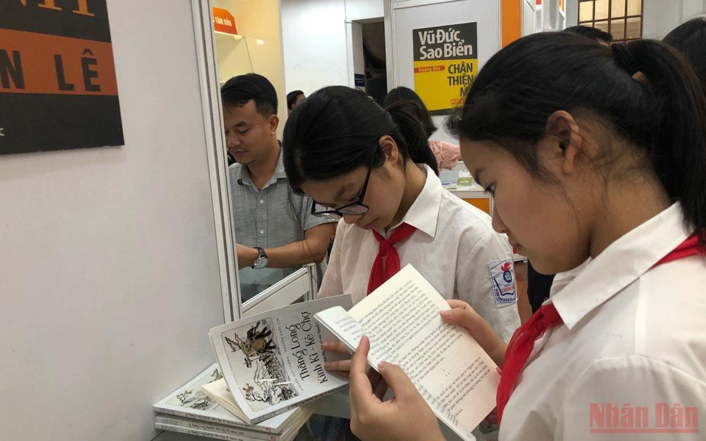 Ngành xuất bản kêu gọi hỗ trợ sách giáo khoa cho trẻ khó khăn trong đại dịch