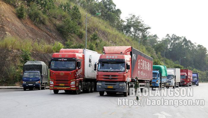 Gần 5.200 xe chở hàng hóa xuất nhập khẩu thông quan qua các cửa khẩu trong 4 ngày nghỉ lễ Quốc khánh