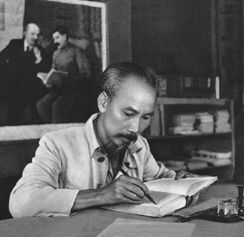 Vận dụng sáng tạo tư tưởng Hồ Chí Minh về bảo vệ chính trị nội bộ