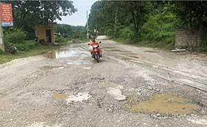 Đồng Mỏ: Xe quá tải cày nát đường tỉnh 234