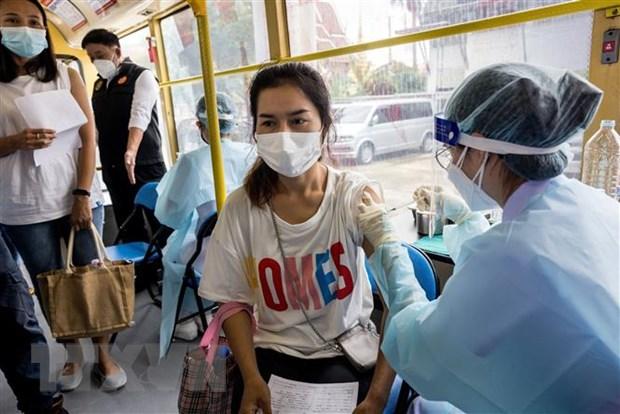 """""""Chìa khóa"""" vaccine giúp nhiều quốc gia mở cửa trở lại"""