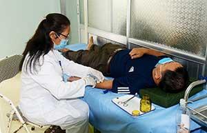 Nghĩa tình quân, dân y chăm sóc sức khỏe Nhân dân