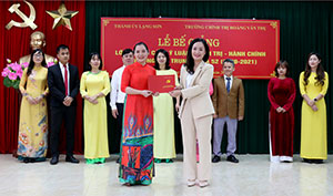 Thành phố Lạng Sơn: Bế giảng lớp Trung cấp Lý luận chính trị - hành chính