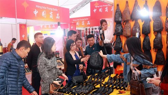 Vietnam-China trade, tourism fair kicks off in Quang Ninh