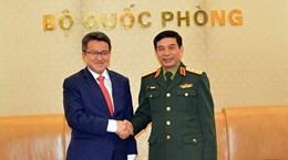 Deputy Defence Minister Phan Van Giang receives Malaysian counterpart