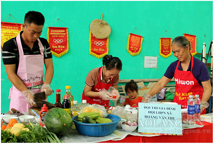 People in Lang Son join hands for a happy society