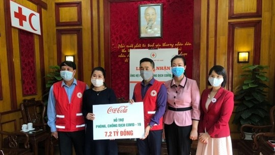 Coca-Cola Vietnam donates 7.2 billion VND to COVID-19 prevention