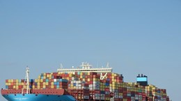 Ultra-large container ship to dock at Cai Mep int'l terminal next week