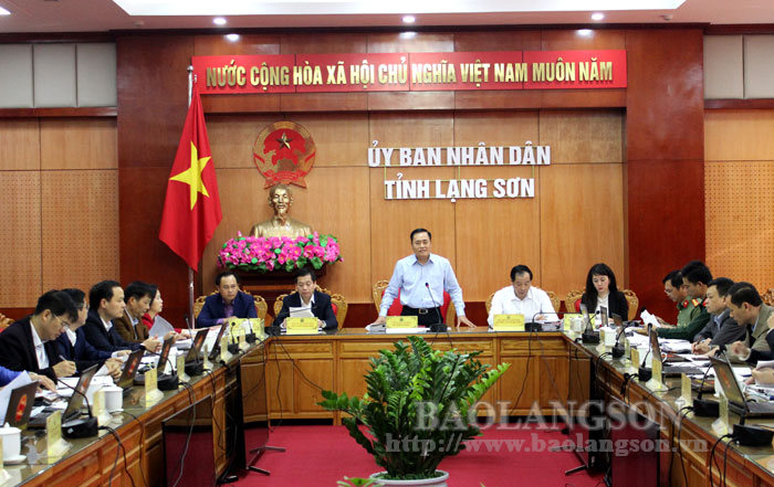 The Provincial People's Committee convened its regular meeting in October