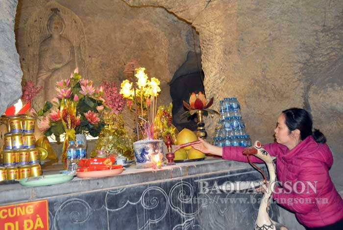 Promoting the unique value of Amitabha Buddha statue at Tam Thanh Pagoda