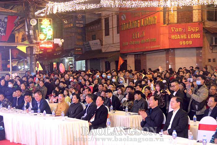 Chi Lang organized the Ethnic Culture Festival at Ky Lua Walking Street