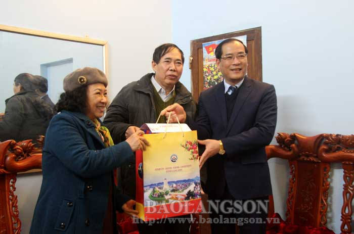 The leader of the Provincial People's Committee visited and extended Tet wishes in Lang Son city and Chi Lang district