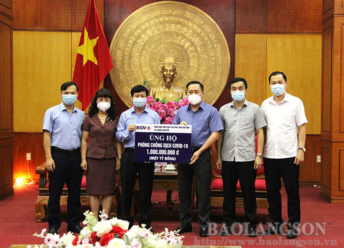 BIDV Bank Lang Son branch donated 1 billion VND for Covid-19 epidemic prevention and control