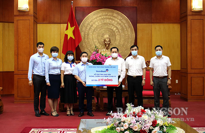 Joint Stock Commercial Bank for Industry and Trade of Vietnam supports 2 billion VND for COVID-19 prevention and control