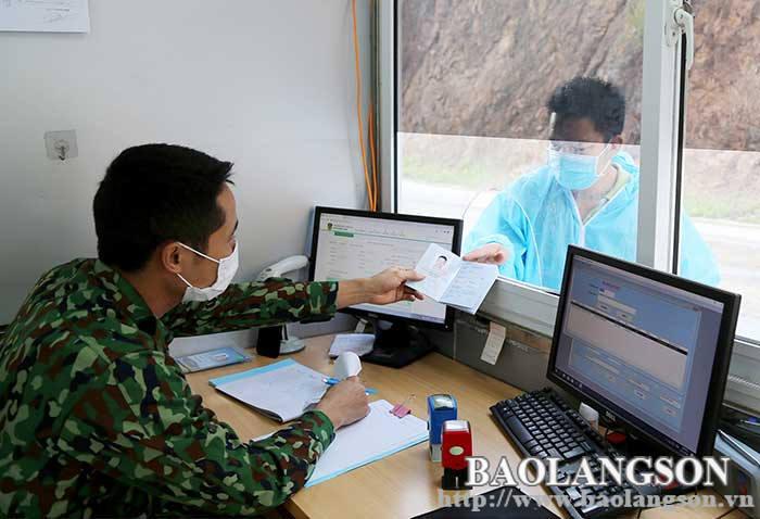 Focusing on ensuring safety during the epidemic  at Tan Thanh Border Gate area