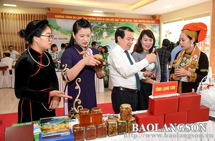 Developing souvenir products associated with tourism promotion of Xu Lang