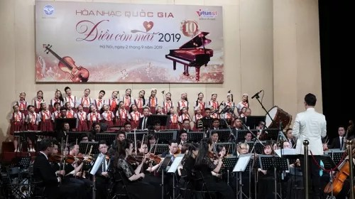 Concert 'Dieu Con Mai' delights Hanoian audiences